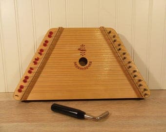 Nepenenoyka Little Quail lap harp with tuner- missing one wire, otherwise nice condition