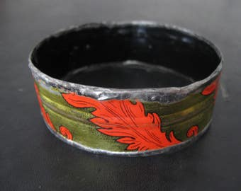 Recycled Tin Bangle Bracelet No.3 - Medium Size - Gold with Red Feathers