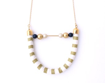 Half moon necklace - Gold Stripe
