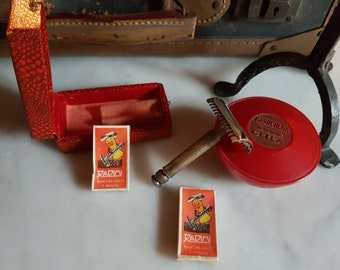 Vintage 1940s Heavy brass RADIMI double edge razor, mancave grooming barbershop present  from WWII in original box with extra blades
