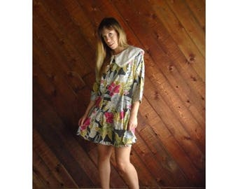 extra 30% off sale . . . Vtg Floral Print Mini Dress with Bib Collar - 80s - M/L Petite