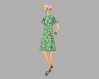 1974 Dress pattern Simplicity 6215 Bust 36 Raglan or ruffled short sleeves High round neck Patch pockets Back zipper Slightly flared dress