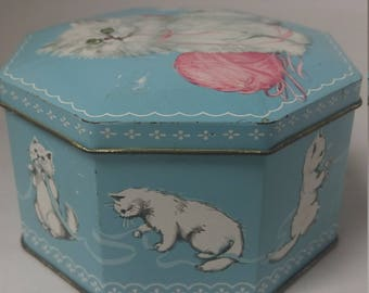Kitty Cat Hexagon Tin, Hinged Lid, Kittens with Yarn Made In England #B520