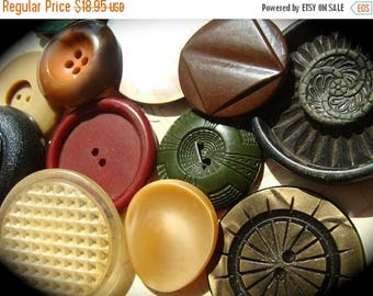 ONSALE 12 Antique and Vintage Large Buttons Mixed Vintage Buttons Lot 575