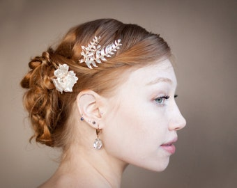 Hair flower and fern leaves, set of hair pins in gold and ivory pearl, bridal hair jewelry with rhinestones and pearls