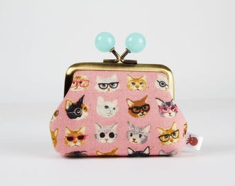 Metal frame coin purse with color bobbles - Mini cats with glasses on pink - Color mum / Kawaii japanese fabric / blue grey brown black