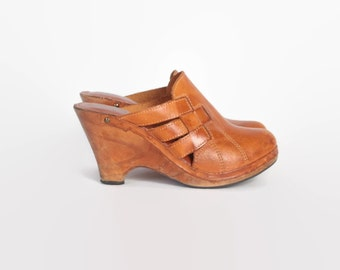 Vintage 70s Boho CLOGS / 1970s Caramel Leather Platforms 8 1/2 39