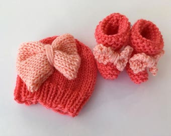 Newborn Knit Hat and Booties Set, Baby Shower Gift, Knit Baby Gift, Baby Photo Prop, Newborn Hat,