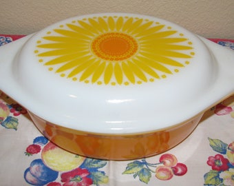 Vintage PRYEX 1 1/2 Quart Number 043 Covered Casserole Dish Orange with MOD Yellow Daisy Lid Excellent Condition