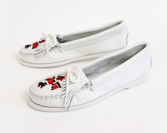 Vintage 1980s Womens Size 8.5 Shoes / Minnetonka Moccasin Thunderbird Loafers NEVER WORN / White Leather, Fringed, Beaded