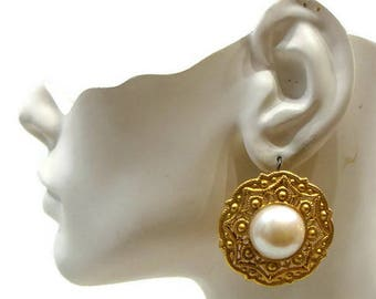 Vintage Gold and Pearl Earrings Vintage Pierced Earrings Cream and Gold Earrings Large Pearl Earrings Large Round Earrings