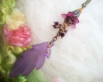 Boho Hippie Flower Power Necklace Lucite Lily Flower Necklace, Frosted Flower and Leaf Glass Beads Copper Filigree