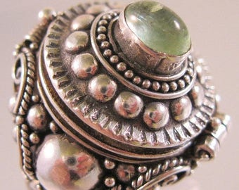 SALE ON Ends 4/30 Vintage Poison Ring Green Agate Sterling Silver Locket Ring Size 8 Fine Jewelry Jewellery