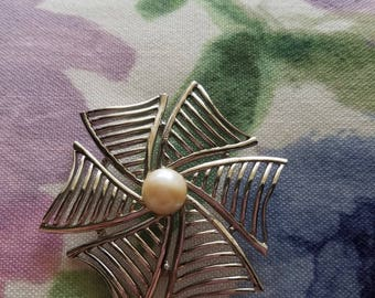 Vintage silver tone and Faux pearl windmill swirl brooch absolutely lovely- in Great condition