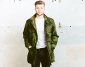 Men's Green Parka Jacket . Vintage 70s Coat Military Camouflage Drawstring Waist Unisex Men's Army Style Long Jacket Coat . size Large L