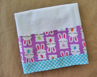 EASTER Flour Sack Towel - Easter Bunny Towel - Kitchen Dish Towel - Lint Free Tea Towels - Fabric Trimmed Towel - Embellished Towel
