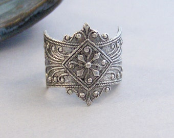 Lagertha,Flower Ring,Viking Ring,Silver Ring,Floral Ring,Spoon Ring,Antique Ring,Ring,Victorian Ring,Vintage STyle, valleygirldesigns