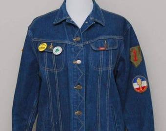 SALE 1980s women's blue jean jacket with patches and pins/ 80s blue jean jacket/ Ms Lee
