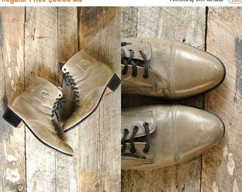 25% off sale - Lace Up Boots Size 8 1/2  //  Womens Ankle Boots Sz 8.5  // PIERRE CARDIN