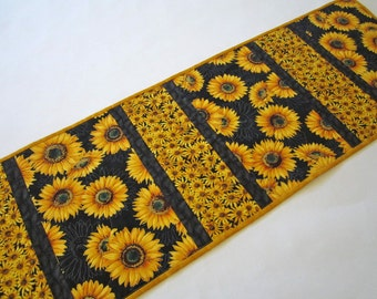 Quilted Table Runner with Flowers, Handmade Table Runner, Tablerunner, Floral Table Runner, Home Decor, Sunflowers, Table Decor,