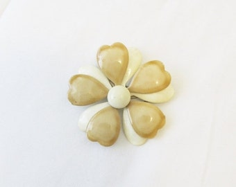 40% OFF SALE Vintage 1960's Beige Enamel Brooch Pin / White and Tan Floral Daisy Costume Jewelry Pin