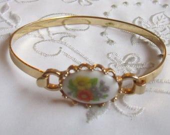 Vintage Avon Gold Tone Bangle Bracelet with White Porcelain Flowered Setting
