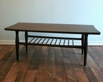 Coffee Table Mid Century, Vintage Mid Century Surfboard Coffee Table in Formica Walnut Finish. Circa 1960's Spindle Shelf