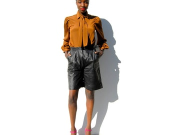 Black leather bermuda shorts with matching belt 1990s 90s VINTAGE