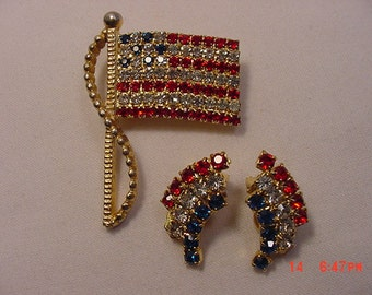 Vintage Rhinestone American Flag Brooch & Clip On Earring Set  17 - 330