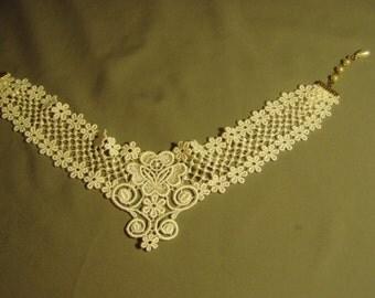 Vintage 1970s White Lace Choker Necklace Gold Tone Ends Faux Pearl Ends 9080