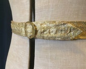 Fabulous 1930s vintage gold metallic raffia belt with central pleated design - S to M