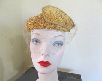 Vintage 1950's CHAPEAUX Golden Woven Sisal Close Togue Day Church Hat with Wing and Veil