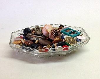 VINTAGE BUTTON LOT, Vintage Pressed Glass Dish, Craft Destash, Vintage Sewing Notions