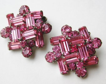 Vintage 50s Weiss Pink Emerald Cut Sparkling Rhinestone Silver Clip On Earrings