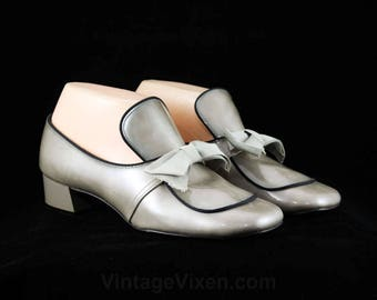 Never Worn Size  1960s Shoes - Pearlescent Gray 60s Pumps with Black Piping - 18th Century Style Court Shoe - 60's Deadstock - 5B - 48046-3