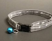 "Gray with white arrows Cat or dog collar 9-13"" inch neck"