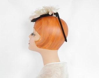 Vintage tilt hat, woman's 1940s percher, white flowers, backband