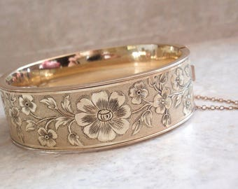 Wide Floral Bangle Bracelet FMCo Gold Filled Oval Hinged Safety Chain Vintage V0906