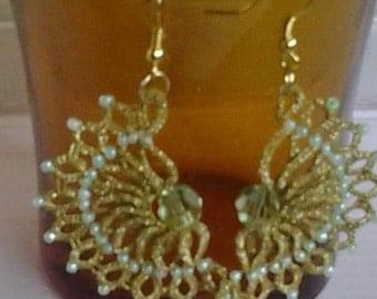 Golden metalic fan shaped earrings