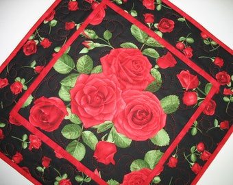 Roses Table Topper, red. quilted, handmade, fabric from Timeless Treasures