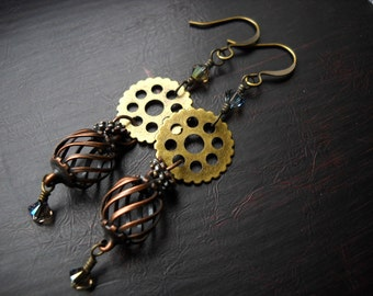 Steampunk earrings: Stenos, the Cage | Steampunk gear earrings | Cage earrings | Steampunk jewelry | Gear earrings | Copper earrings | Brass