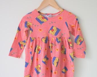 Vintage WINNIE THE POOH Dress......size 3 kids....kitsch. retro. campy. cartoon. honey. bear. windy. leaves. pooh. medium kids. checkered