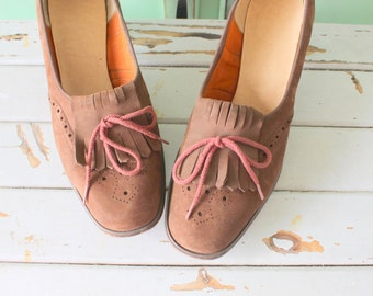 1960s Vintage OXFORD Heels.size 10 womens. shoes. heels. pumps. retro. mod. classic. mad men. loafer heels. 1960s heels. brown leather. mod