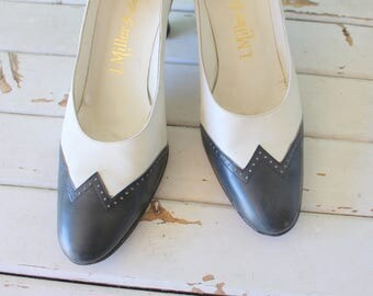 1960s NAVY and WHITE Two Toned Classic Pumps..size 11 womens..connie heels. nautical. mod. mad men. shoes. retro. mod. designer vintage