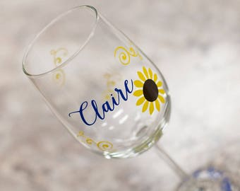 Sunflower wine glasses. Fall wedding glasses for wedding party. Bridesmaids gift idea, Maid of honor gift, Bridal shower gift idea for fall