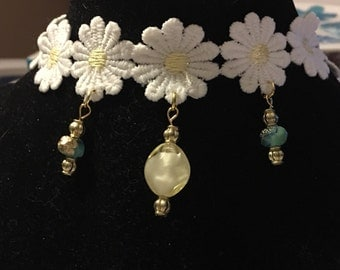 White daisy choker necklace, flower necklace, choker, yellow and white crystals, blue crystals, fun, casual, handmade