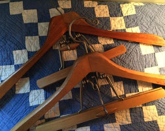 Pr Setwell suit hangers oddly cool retro look. Nice to even use to display art or small quilts etc very heavy duty patent pending