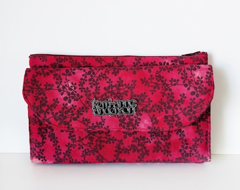 Women's Wallet Clutch with Bifold Card Slots and Coin Purse Zip Pocket in Red Floral