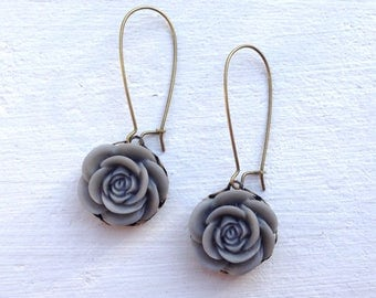 Romantic Rose Earrings/Gray Earrings/Grey Earrings/Rustic wedding Earrings/Bridesmaid Earrings/Mother's Day Gift/Flower Earrings/Gray Rose