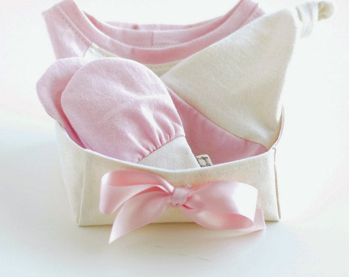 Organic Baby Gift Basket for Girls with Bodysuit, Knotted Beanie Hat and No Scratch Mittens / Baby Girl Gift Set / Baby Shower Gift